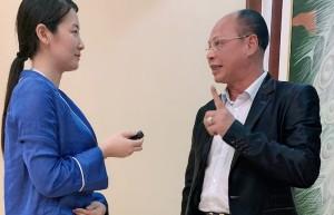 海外华文媒体海南采风行代表采访侨领钟保家博士