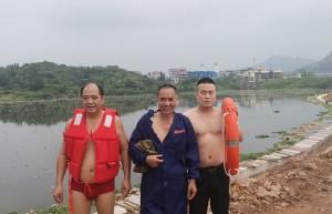 【我为群众办实事】新化上梅派出所民辅警勇救落水群众